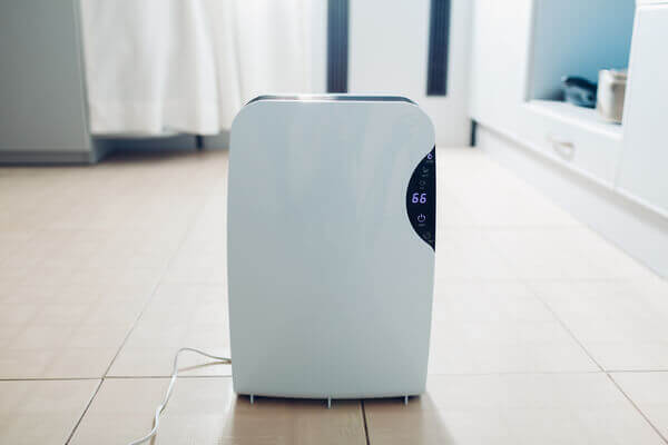 UV light air purifier